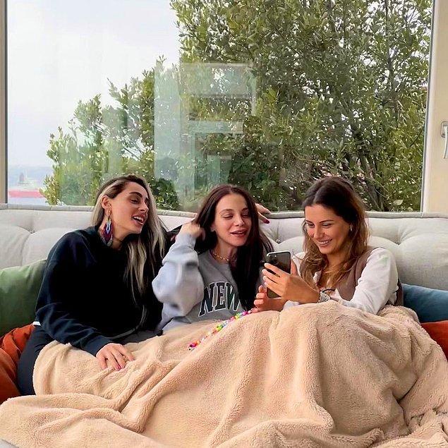Şu sıralar anne olmaya hazırlanan Cemre Kemer, grubundaki yakın arkadaşları Eren ve Yasemin'i evine davet edip şöyle bir fotoğraf paylaştı birkaç gün önce.