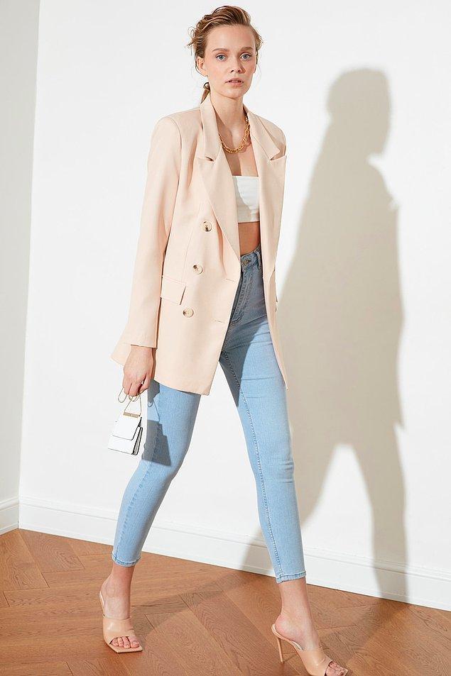 10. Ceketleri trençkot olarak kullanmak çok mantıklı ve havalı bir hareket.