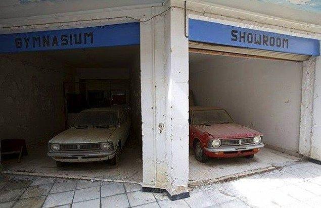 9. Bir dönemin en ünlü tatil beldesi olan ama sonrasında tamamen kapatılan ve yasaklanan Kapalı Maraş'ta hala sıfır arabalar bulunuyor.