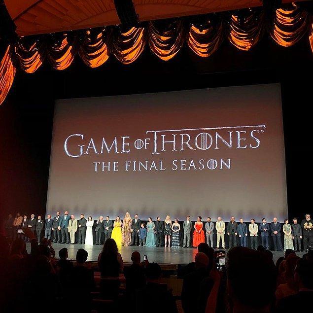 Game of Thrones'un görkemli final sezonu galasına katılmış,