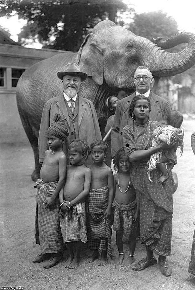 1870'li yıllarda İnsan Hayvanat Bahçeleri'nin ünü oldukça arttı ve Amerika ile Avrupa'nın dört bir yanında insan şovlarının düzenlendiği insan hayvanat bahçelerini yüz binlerce insan ziyaret etti.
