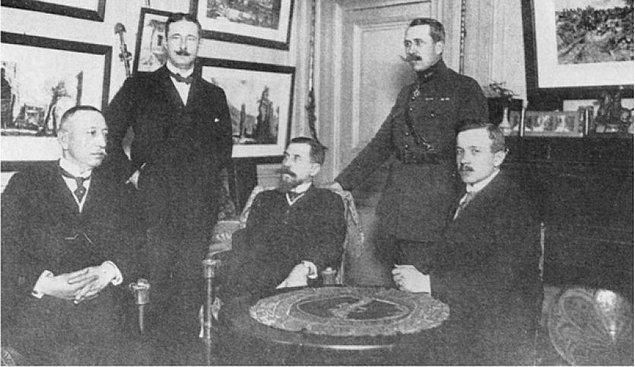 1921'in başları... Gerek Anadolu'da gerekse Avrupa'da kazan kaynıyor. Sevr'i dayatan emperyalistler bir tarafta, bunu asla kabul etmeyen TBMM diğer tarafta...