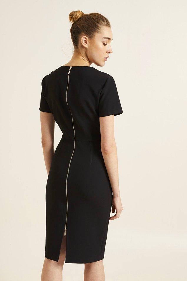 11. Fermuar detaylı elbiselerin bir ağırlığı oluyor.