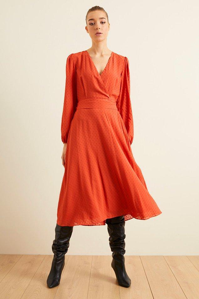 15. Hazır çizme mevsimi bitmemişken bu elbiseyi alın.