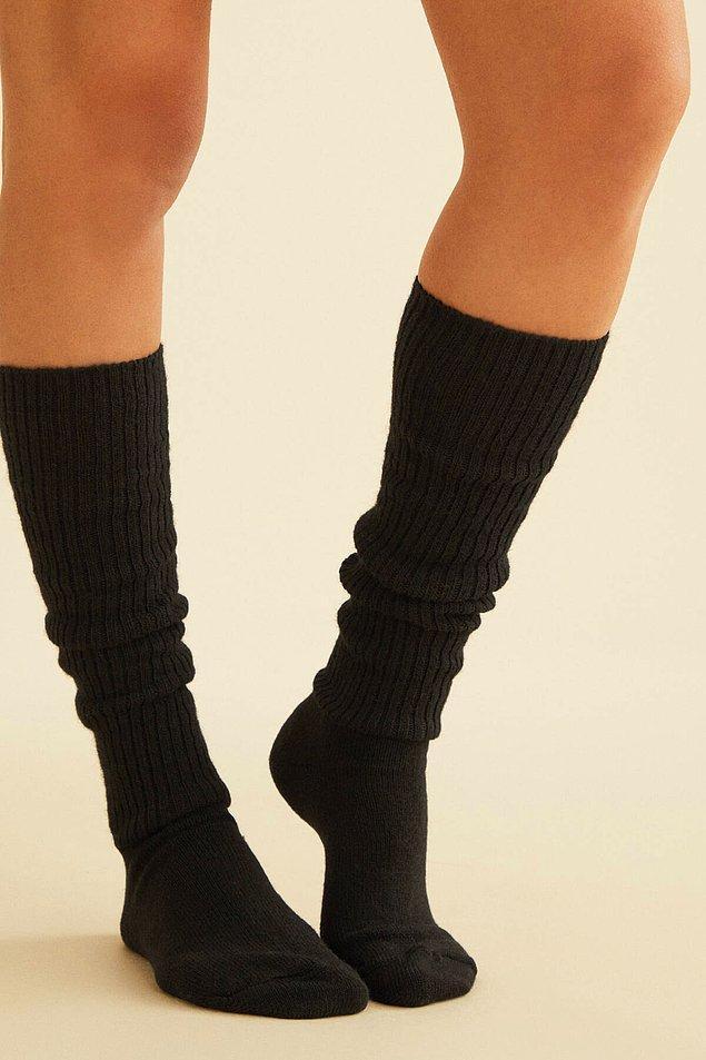 19. Oysho'da ister evde ister çizmelerle giyebileceğin kaliteli bir çorap var.