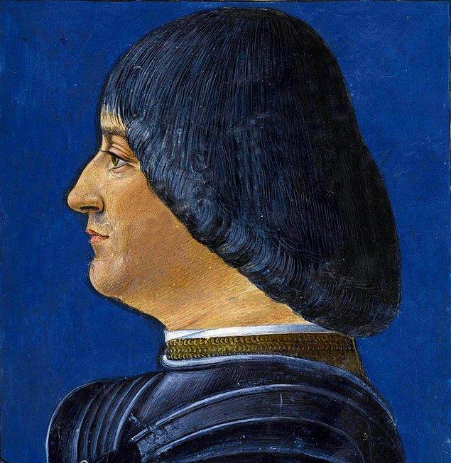 Saraya ressam olarak değil, çalgıcı olarak alındı.