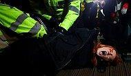 Londra'da Bir Polisin Kaçırıp Öldürdüğü Kadın İçin Düzenlenen Anma Törenine Polis Müdahale Etti