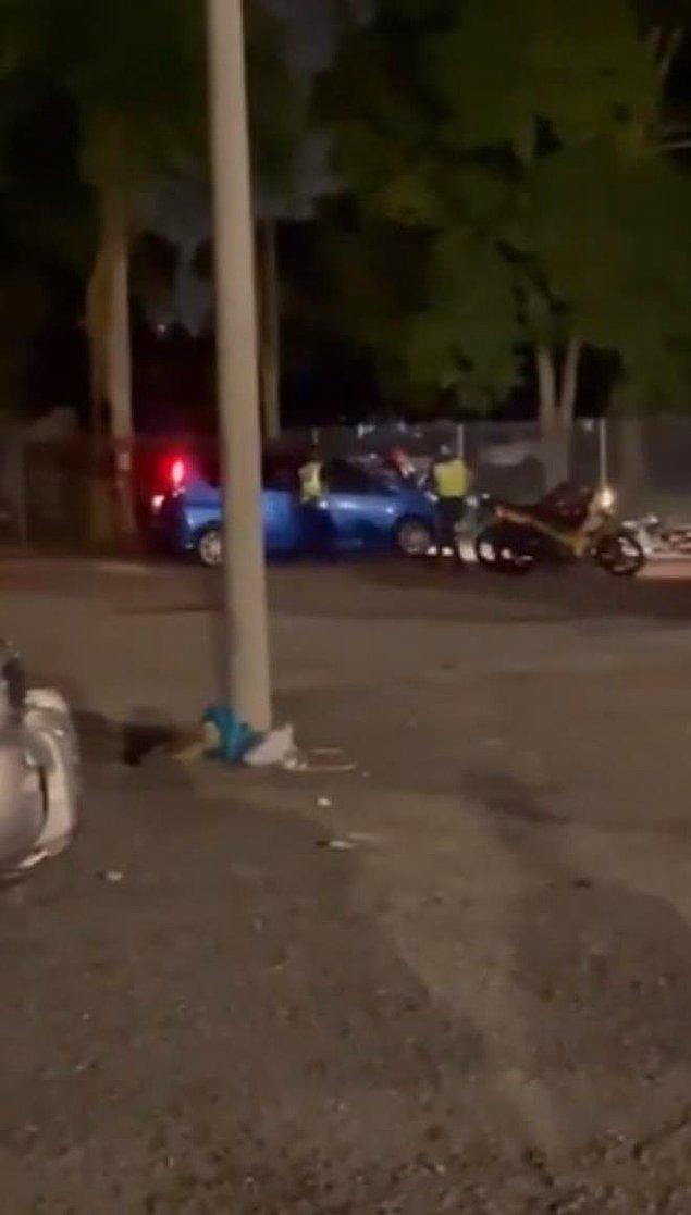Polislerden birisi aracın üzerine yatarak aracı durdurmaya çalışsa da, çift kaçmayı başardı.