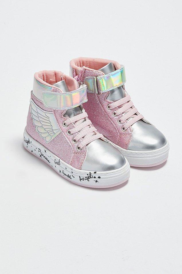 17. Büyüğü olsa çoğu kişinin alacağı tatlılıkta bir sneaker...