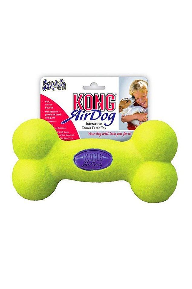 10. Kong marka 6 cm boyuta sahip bu sesli oyuncak da minik köpekler için harika bir seçenek.