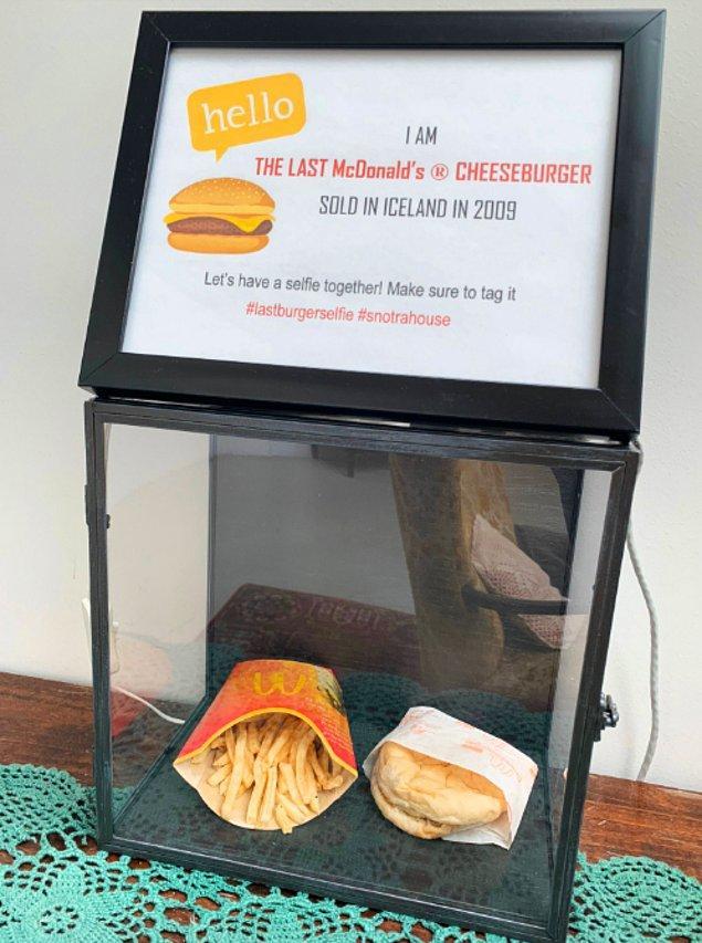 2. İzlanda'daki son McDonald's şubesi 2009'da kapatıldı.