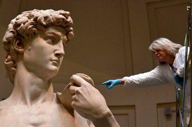 7. Michelangelo'nun David heykeli gerçekten de oldukça büyük bir heykel.