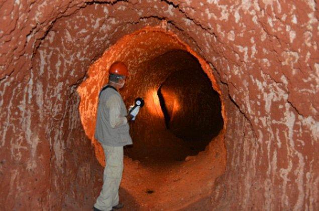 22. Brezilya'daki bu büyük tünellerin, 8.000 ila 10.000 yıl önce, uzun zaman önce soyu tükenmiş bir tarih öncesi kara tembel hayvanı veya dev armadillolar tarafından kazıldığına inanılıyor.