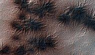 Mars'ın Gizemli Örümcekleri: Bilim İnsanları Araneiformların Sırrını Çözdü