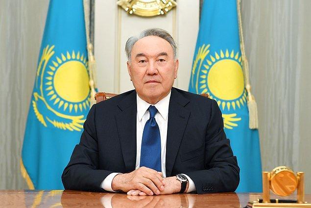 4. Kazakistan 1991'de bağımsızlığını ilan ettiğinden beri aynı cumhurbaşkanı Nursultan Nazarbayev tarafından yönetiliyor. Nazarbayev rejimi, ifade özgürlüğünü kısıtladığı için insan hakları grupları tarafından ağır şekilde eleştiriliyor.