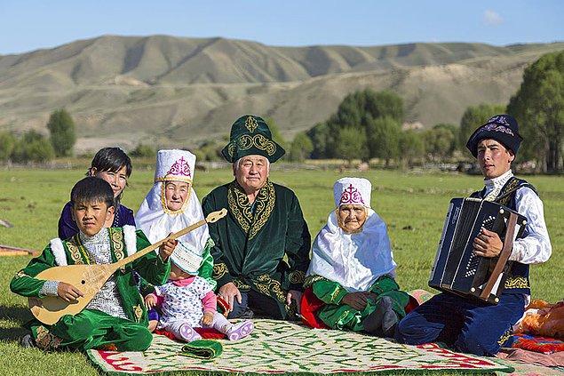 6. Kazakistan; Kazaklardan Ruslara, Almanlara, Tatarlara ve Uygurlara kadar 131 etnik kökene ev sahipliği yapar. Dünyanın en kalabalık ülkelerinden biridir.