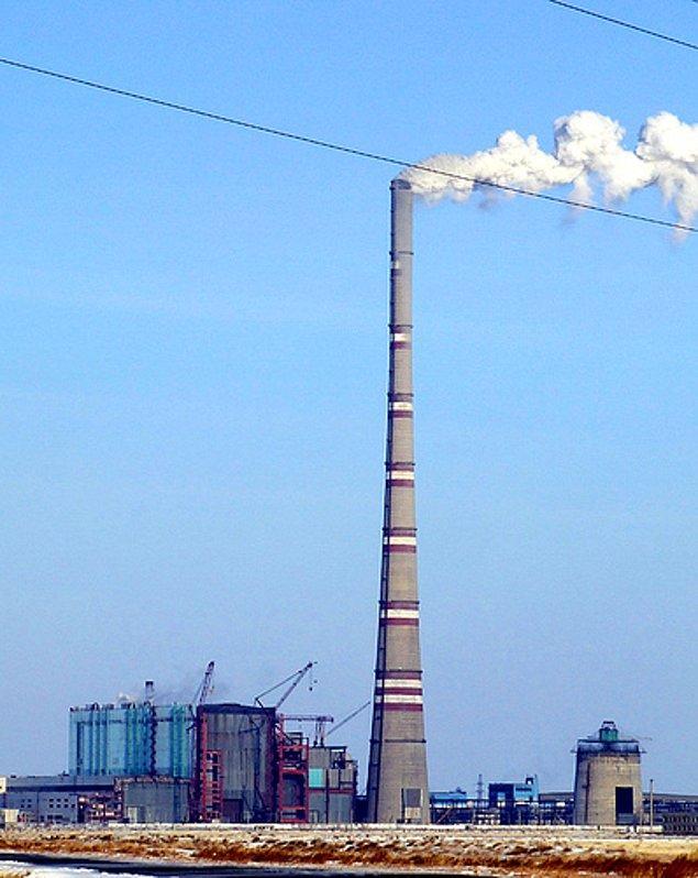 12. Kazakistan dünyanın en büyük bacasına sahiptir. Ekibastuz'daki GRES-2 Santrali'nin bacası 419,7 m yüksekliğindedir.