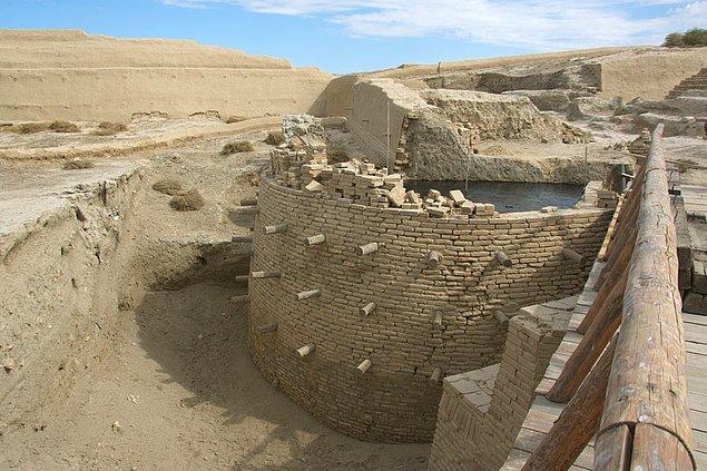 14. Doğu ile batıyı birbirine bağlayan bir ticaret ağı olan eski İpek Yolu'nun bir kısmı Kazakistan'dan geçiyordu.