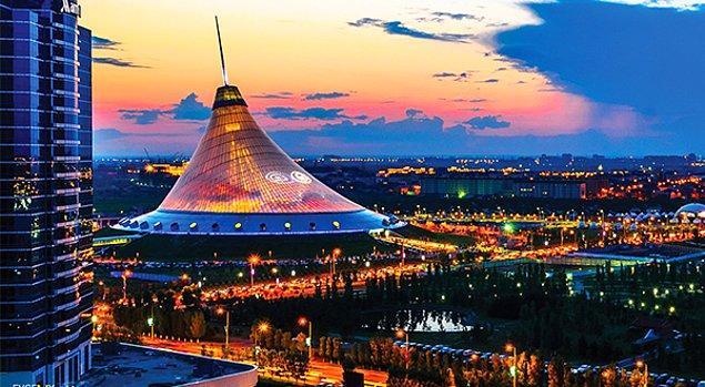 18. Kazaklar, şahane bir binada ıslık çalmanın sizi hayatınızın geri kalanında fakirleştireceğine inanırlar.