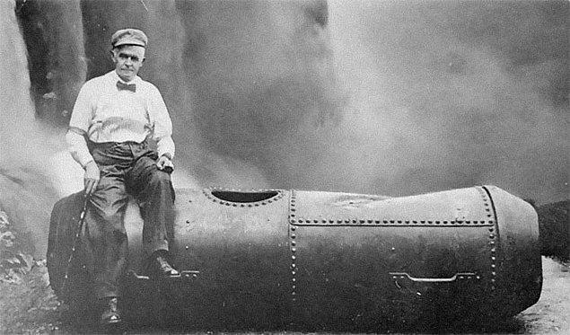 4. Niagara Şelaleleri'nden bir varil içinde inen ve sağ kurtulmayı başaran ikinci kişi, daha sonraları bir portakal kabuğuna basıp kayması sonucu hayatını kaybetti.