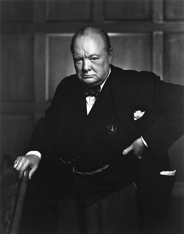 """12. Winston Churchill Beyaz Saray'a yaptığı bir ziyarette içeri çırılçıplak girip """" Birleşik Krallık'ın başbakanının Birleşik Devletler başkanından saklayacağı hiçbir şey yoktur."""" demiştir."""