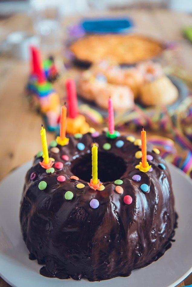 """8. """"Bir Alman arkadaşınızın doğum gününün geldiğini hatırlarsanız onu önceden kutlamayın. Ya tam zamanında kutlayın ya da daha sonra."""""""