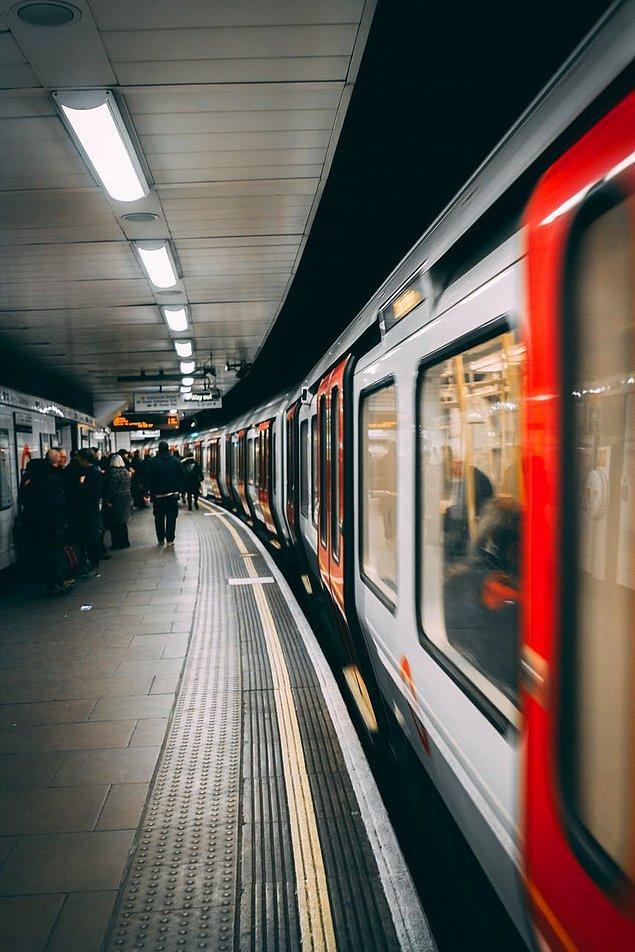 """12. """"Metrolarda çok fazla turnikeye yer verilmez. Ancak biletiniz olması gerekir. Eğer bilet almadığınız anlaşılırsa o anda ödemenizin mecbur kılındığı cezalar verilebilir."""""""