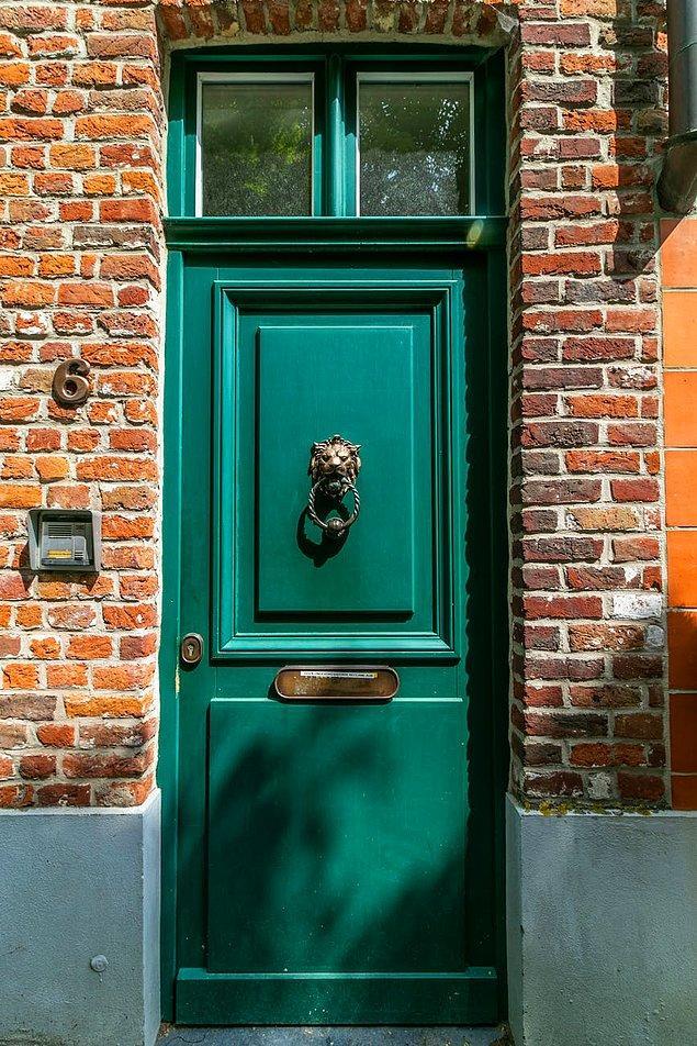 """14. """"Almanya'da kapıları çarpmayın. Bu çok kaba bir davranış olarak görülür."""""""