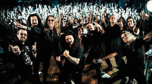 Uzunca bir süre konser grubu olarak çeşitli mekanlarda sahne alan Pentagram, ilk albümü 1990'da çıkardı.