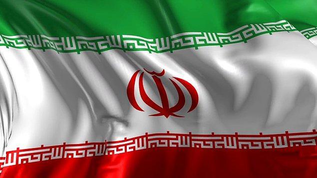 6. İran bayrağının hem yeşil hem de kırmızı bantlarının kenar kısımlarında 'Allah-u Ekber' sözü 22 kez tekrarlanıyor.