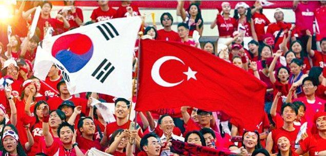 Türkiye'mizi 'kardeş ülke' olarak benimseyen Koreliler, bu zor günlerimizde bize yardımcı olarak davranışlarıyla hepimizin kalbinde taht kurdu. İyi ki varsınız!