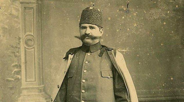 1873 yılında 40 yıllık kısa yaşamına Manastır yakınlarındaki Resne kasabasında başlar Niyazi Bey. Atatürk'ümüzün de eğitim gördüğü Manastır Askeri Okulu'nda öğrenimini tamamlar.