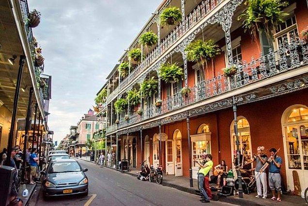 """5. """"Bazı insanlar New Orleans'ın farklı bir ülke olduğunu düşündüğünden... insanlar yerel halka Fransız Mahallesi'nin ne zaman kapandığını ve """"orada yaşamak"""" (oyuncular gibi) için ne kadar para aldıklarını soruyorlar."""""""