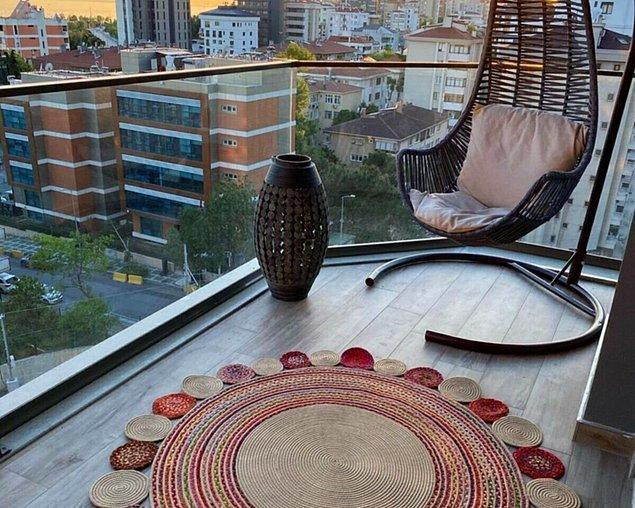9. Hasır kilim, balkon dekorasyonunuza ayrı bir hava katacaktır.