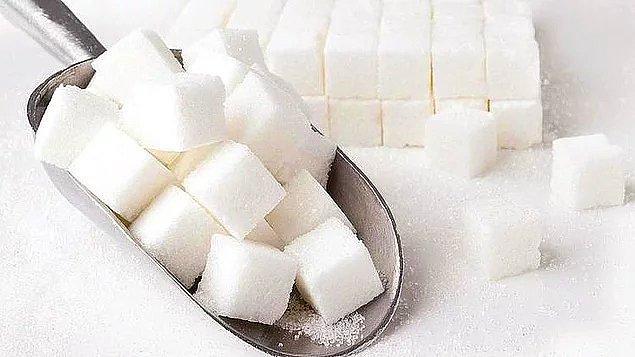 8. Aşırı şeker tüketimi de dolaylı olarak kansere sebep olabilir.