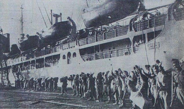 İlk tugayın tam 22 gün sürecek deniz macerası Eylül 1950'de İskenderun'da başlar. Ancak bu uzun yolculukta bazı sıkıntılar baş gösterir.