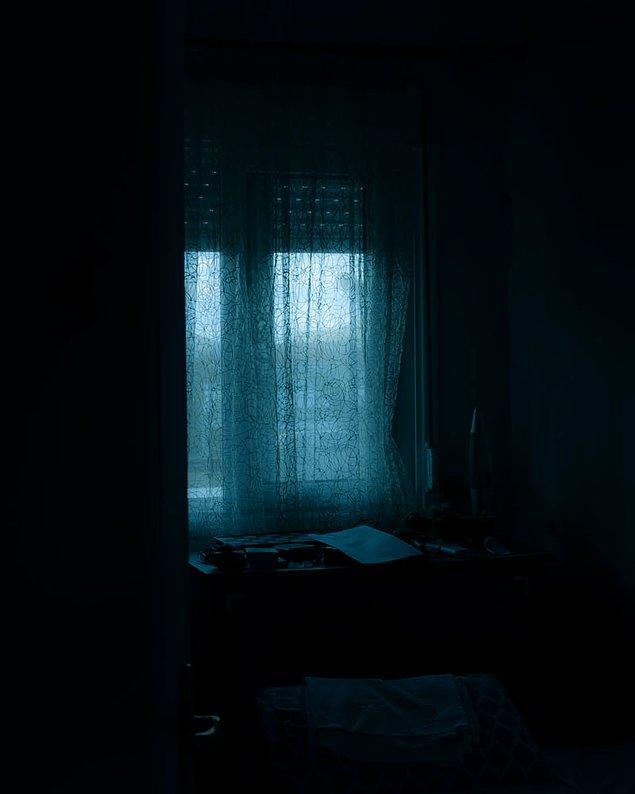 """20. """"Odamda yalnızdım. Dolabımdan bazı sesler duydum, klimam eski olduğu için ondan geldiğini düşündüm..."""""""