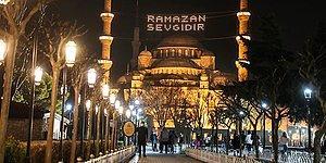 İstanbul Camilerinde Ramazan'ın Habercisi Mahyalar Yakıldı