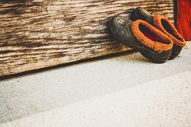 12. Okul ayakkabıları ve sokak ayakkabıları farklıdır.