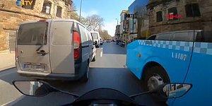 2 Araç Arasından Geçmek İsterken Soluğu İş Yerinin Camında Alan Motosikletlinin Kaza Anı