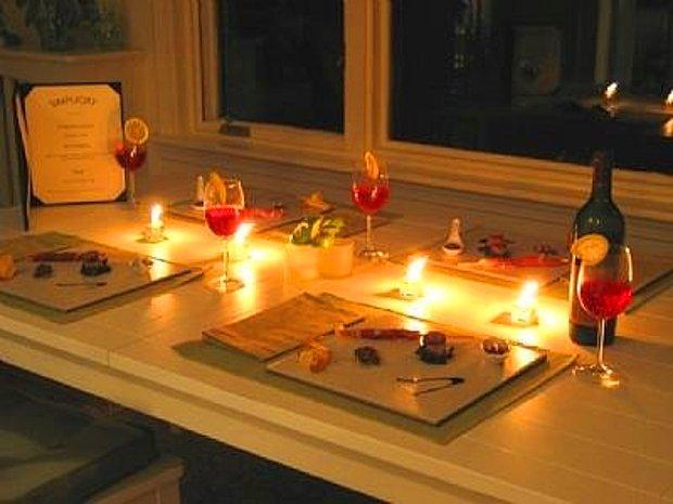 Mum ışığında bir akşam yemeği