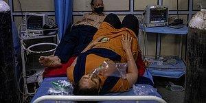 Hindistan'da Vaka Sayısı Rekor Üstüne Rekor Kırıyor: İki Hasta Aynı Yatakta Tedavi Görüyor