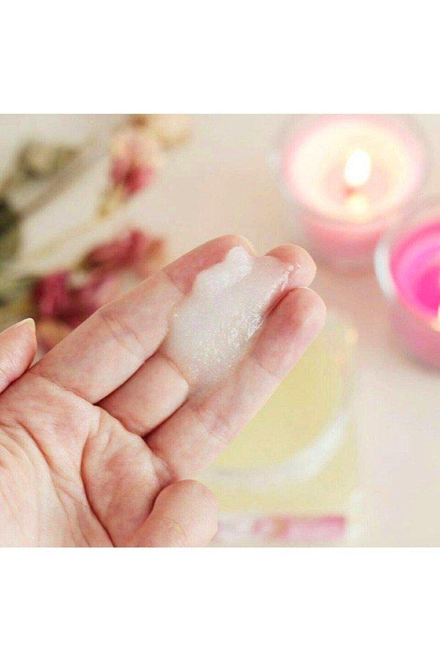4. Bakımsız kalan tırnaklarınız ve uzayan tırnak etleriniz ile başınız dertteyse, çok pratik kullanımı olan ve 1 dakikada ellerinize manikür yapan bu peeling'e mutlaka şans verin.