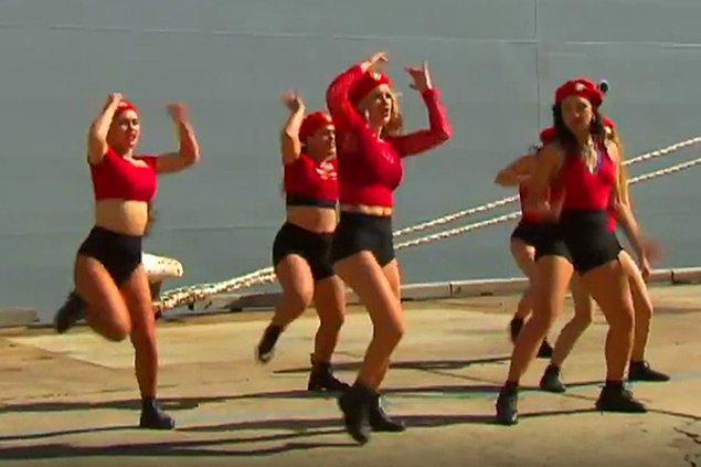 Kamu yayın kuruluşu ABC, dans üst düzey yetkililer tören alanına gelmeden önce yapılmasına rağmen görüntülerin üzerinde oynadı. Dansı, milletvekilleri ve ordu yetkilileri varken yapılmış gibi göstererek 'uygunsuz' diye servis eden kanal, tepkilere neden oldu.