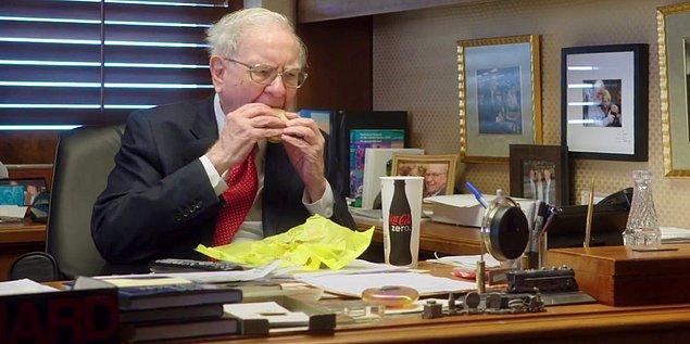 Buffet, ofisine giderken de Mc Donalds'a uğrayıp kahvaltısını buradan alıyor.
