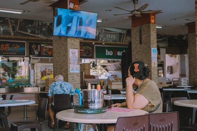 2. Yemek pahalı olduğu için alışveriş merkezlerindekine benzer yemek bölgeleri bulunur ve insanlar ucuz yemek yemek için buralara gider.