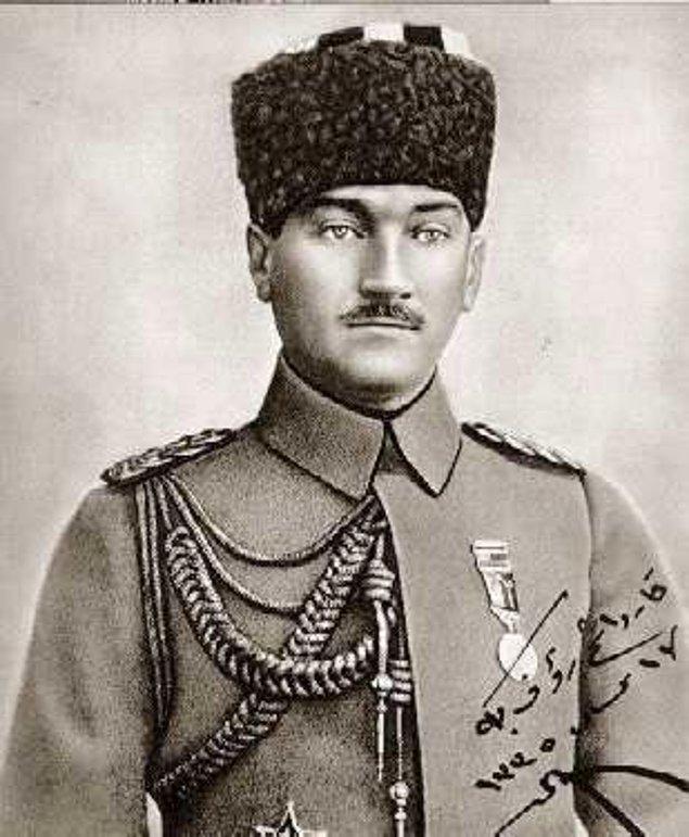 Her ne kadar daha önce tutuklanmış olsa da kendisini zapt edenler asker olduğundan Gazi Paşa'nın polis ile ilgisi 1919'da Samsun'da başlar.