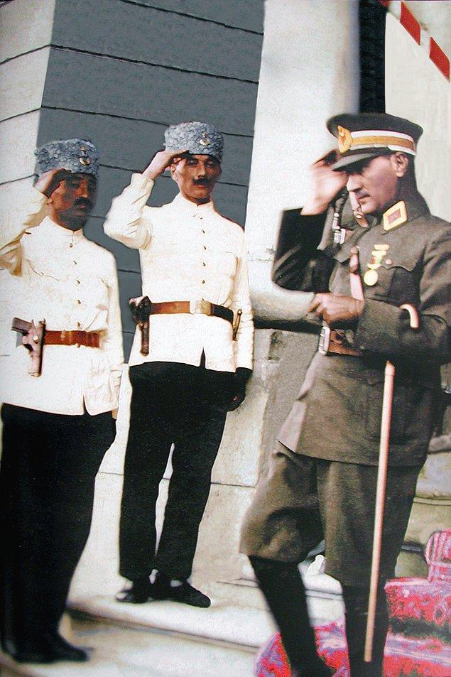 Atatürk bir an önce polisimizin modern bir kimlik kazanması gerektiğini düşünür. 1924'te ilk polis okulu Konya'da hizmet vermeye başlar.