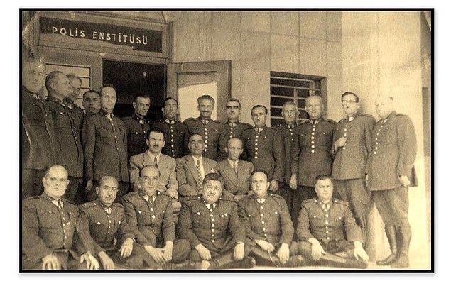 Hemen akabinde Atatürk daha evvel bizzat yanına aldığı ve polisliğini takdir ettiği Polis Memuru Ragıp Efendi'yi çağırtır. Gazi Paşa, Harputlu Fikri'ye uyguladığı testi Ragıp Efendi'ye de uygulamak ister.