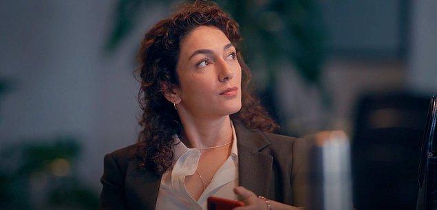 Son mülakatın tek kadın adayı Merve. İlk bakışta oldukça kendinden emin ve iddialı olduğunu söyleyebileceğimiz bu karaktere Şebnem Hassanisoughi hayat veriyor.